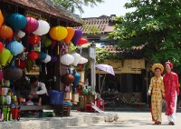 Vietnamese Cultural Heritage Day and 17th anniversary of the recognition of the world cultural heritage of Hoian ancient town  (4/12/1999-2016).