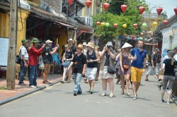Temporarily suspend entrance ticket sale for Hoi An Ancient Town and Thanh Ha Pottery Village on the occasion of Lunar New Year 2016
