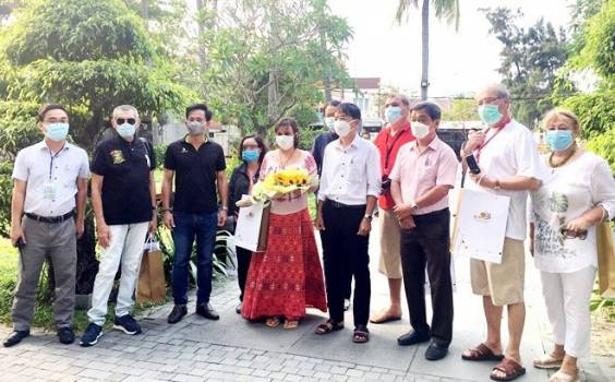 COVID-19 quarantined Romanian tourist thanks Vietnam for assistance