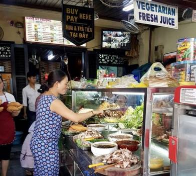 Must-try street food options for a day trip to Hoi...