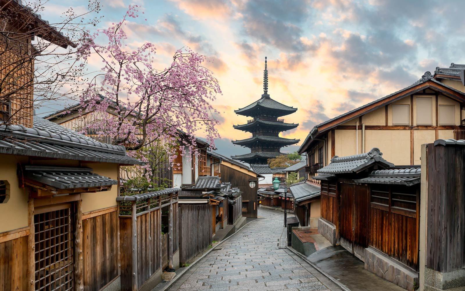 yasaka pagoda and sannen zaka street kyoto japan 05 TOPCITIESWB18